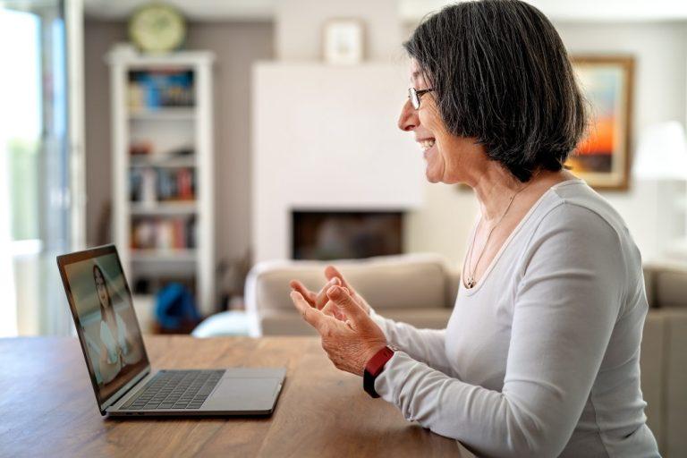 regras de transição da aposentadoria - professora dando aula online